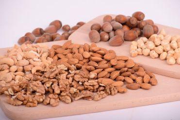 nuts-3248743__480